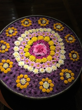 Chaing Mai - floating flowers
